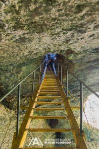 Вертикална пещера Голяма Гарваница