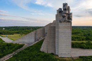 """Паметник """"Създателите на Българската държава"""""""