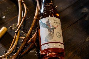 Angelica - бутилка вино Шато Копса - продуктова фотография