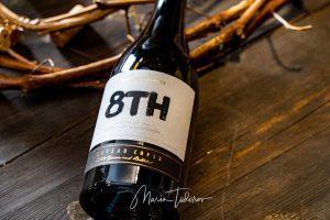 8th - бутилка вино Шато Копса - продуктова фотография