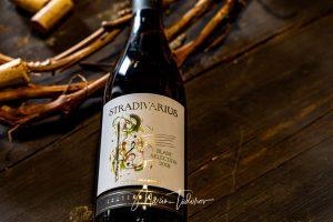 Stradivarius - бутилка вино Шато Копса - продуктова фотография