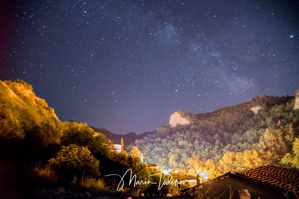 Град Мелник през ноща
